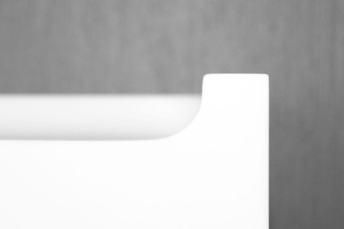Bagkant 612. Hulkehle integreret i bordpladen. Denne er 12 mm på toppen og 12mm høj.